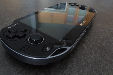 PS Vita Great Buy Table Wood Nice Picture Photo Screen